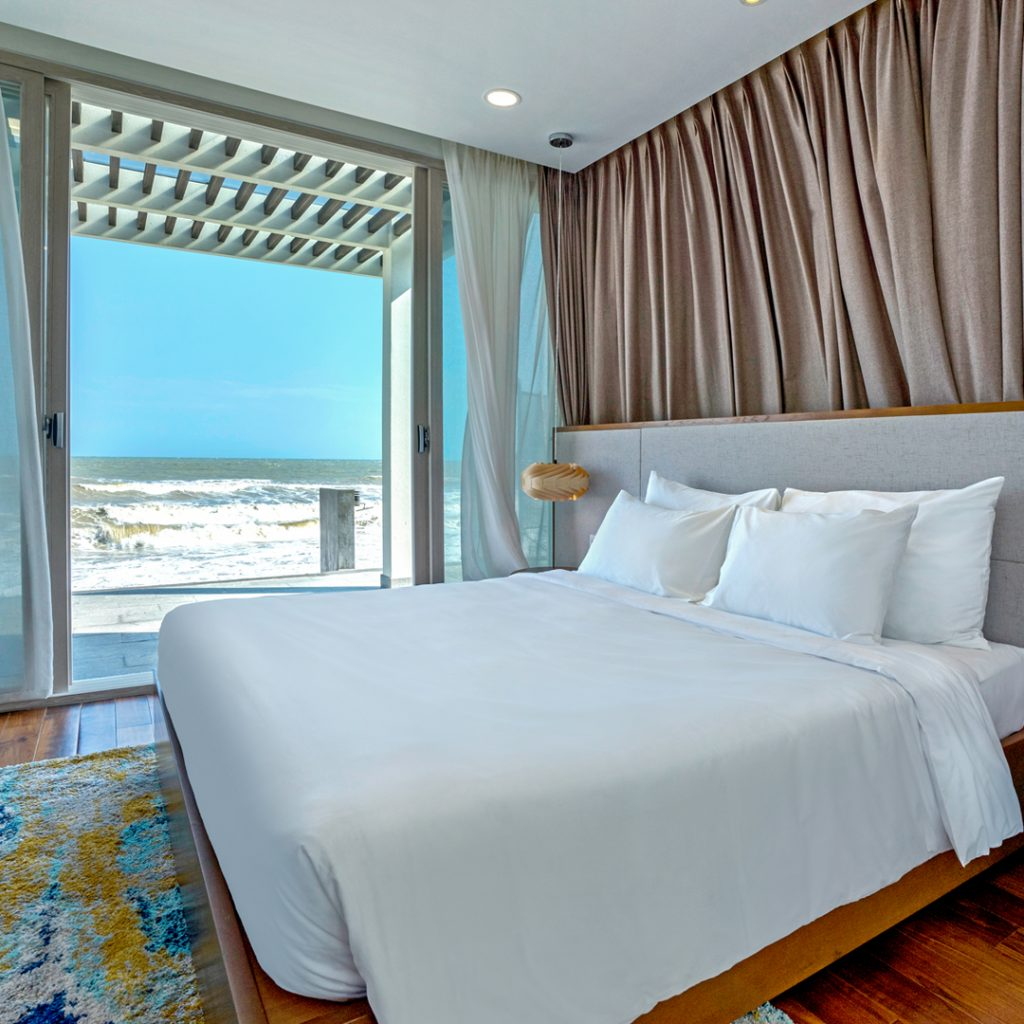 VILLAS 4 BEDROOMS BEACH FRONT